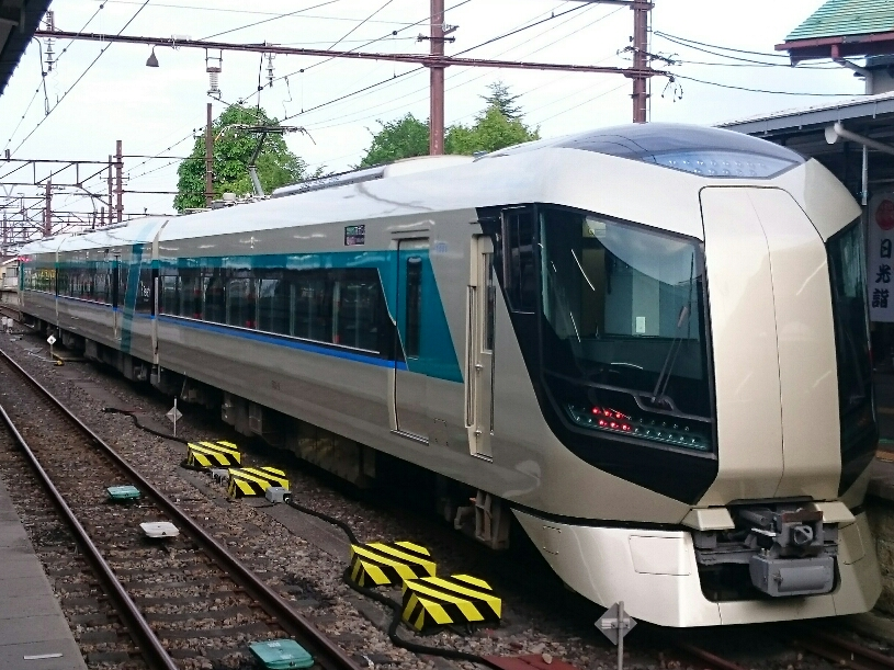 """""""Snowpal 23:55"""" uses the 500 series vehicle for the limited express """"Liberty"""""""