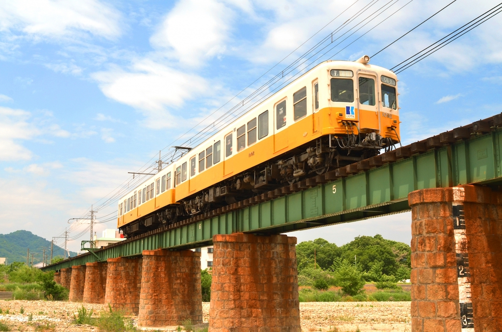 The 1080 series cars of the Kotoden Kotohira Line are former Keikyu 1000 series