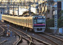 Keisei 3000 series train running between Aoto Station and Keisei-Takasago Station
