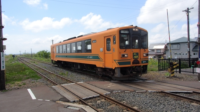 The Tsugaru type 21 diesel car on Tsugaru Railway