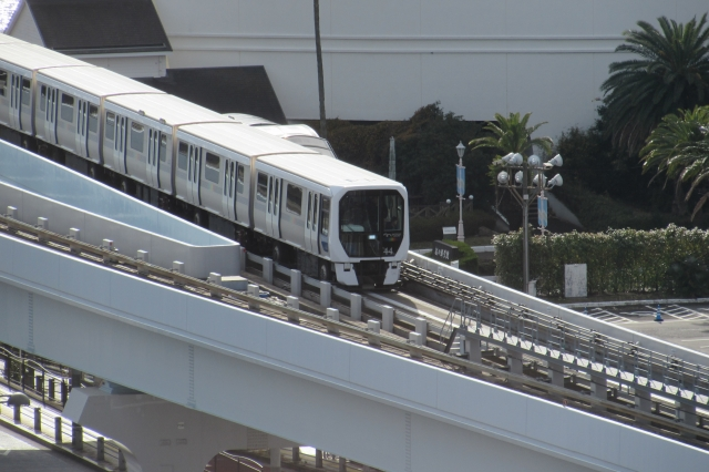 Yurikamome 7300 series train