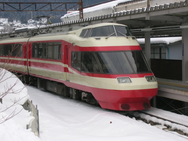 "Nagano Electric Railway 1000 series ""Yukemuri"" used for the limited express, former Odakyu Electric Railway type 10000 Romancecar ""HiSE"""