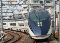 """Keisei Skyliner AE series train used in """"City Liner"""""""