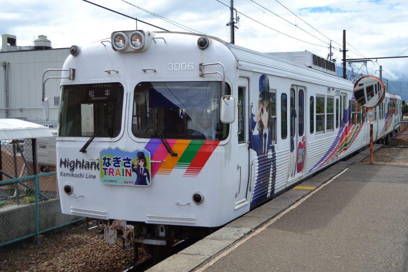"""Kamikochi Line 3000 type train """"NAGISA TRAIN"""" with the image character """"Endo Nagisa"""" of Alpico Kotsu ©Katsumi"""