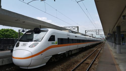 "Taiwan Railways TEMU1000 type train used for ""Taroko"" Express (伯耆守/PIXTA)"
